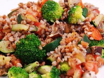 Главное фото рецепта Салат с гречкой и брокколи