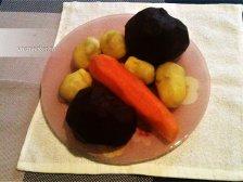 Фото к первому шагу приуготовлению рецепта Салат со свеклой