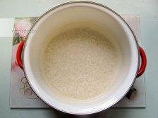 Фото к первому шагу приуготовлению рецепта Молочная рисовая каша