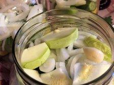 Фото к пятому шагу приуготовлению рецепта Соленые огурцы на зиму