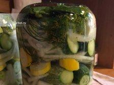 Фото к девятому шагу приуготовлению рецепта Соленые огурцы на зиму