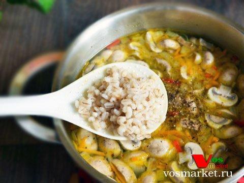 Фото Грибной суп с перловкой шаг 8