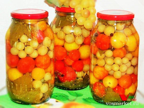 Главное фото рецепта Маринованные помидоры с виноградом