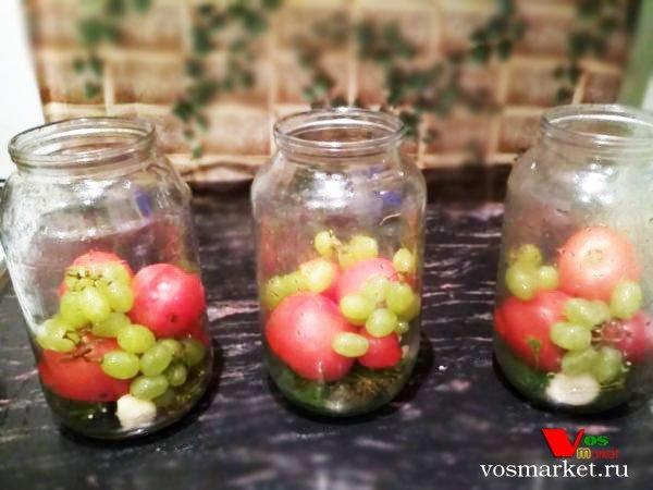 Фото Маринованные помидоры с виноградом шаг 5