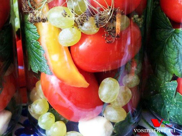 Фото Маринованные помидоры с виноградом шаг 6