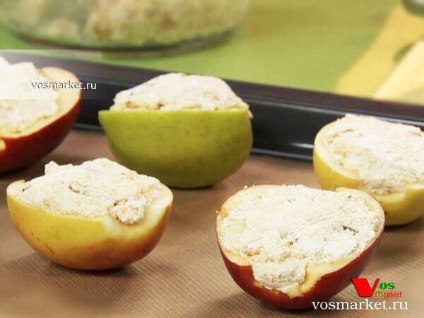 Фото Печеные яблоки с творогом шаг 5